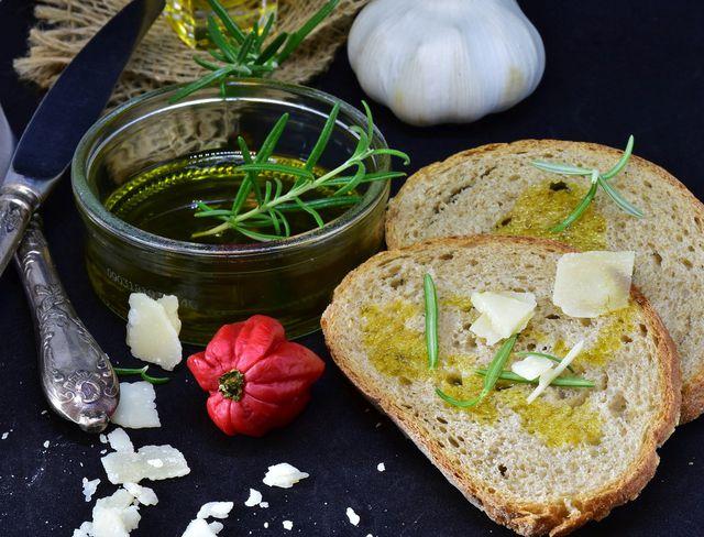 Natives Olivenöl ist wichtig für die Gesundheit.
