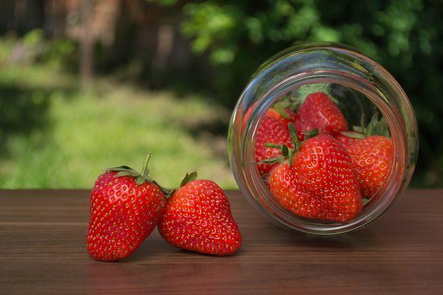Erdbeeren einwecken und für den Winter haltbar machen