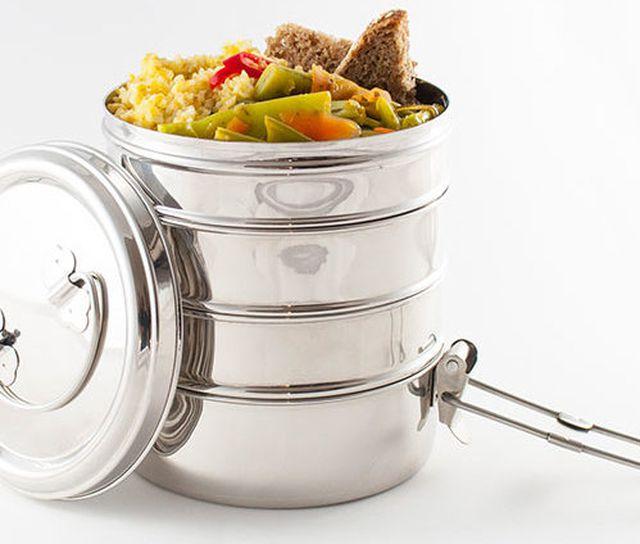 Mehrweg-Verpackung: Tiffin Box gefüllt mit Essen