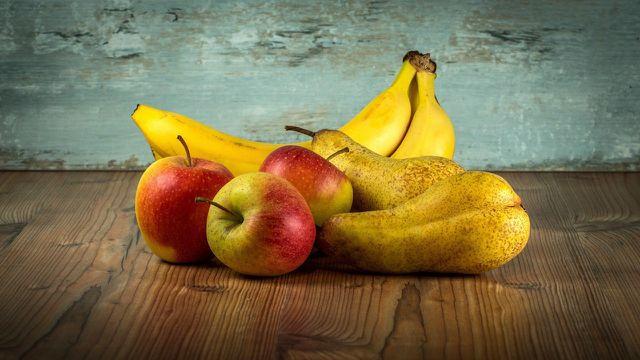 Bananen sollten nur zusammen mit anderem Obst gelagert werden, wenn sie noch sehr grün sind.