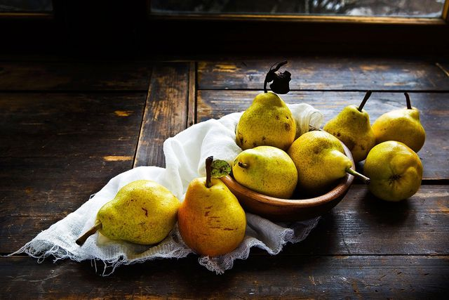 Du kannst Birne Helene aus ganzen oder halbierten Birnen zubereiten.