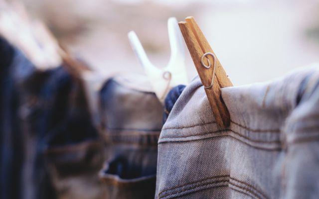 Jeans auf der Leine