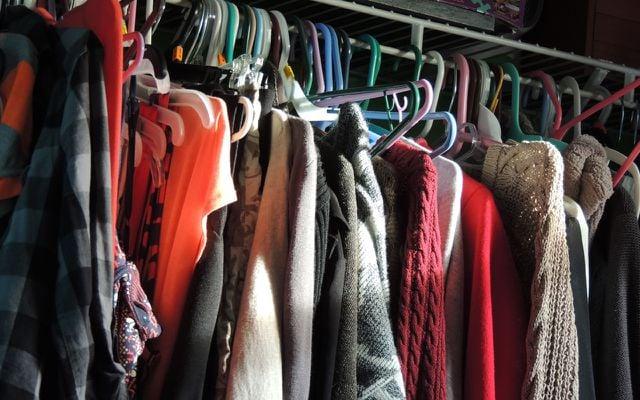 Minimalistischer Kleiderschran: Erst ausmisten