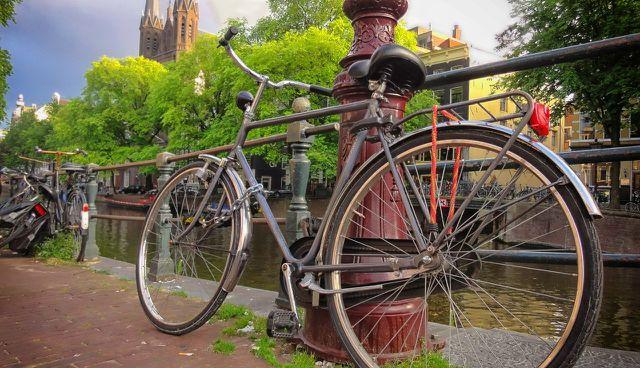Die vielen Fahrräder prägen das Stadtbild Amsterdams.