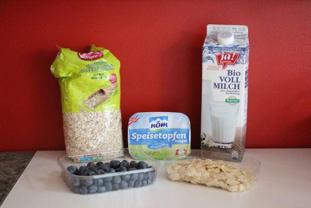 Diese Zutaten müssen unbedingt in deinen Eiweiß-Shake. Tierische Fette können durch pflanzliche Alternativen wie Reis- oder Mandelmilch und Erbsenproteinen ersetzt werden