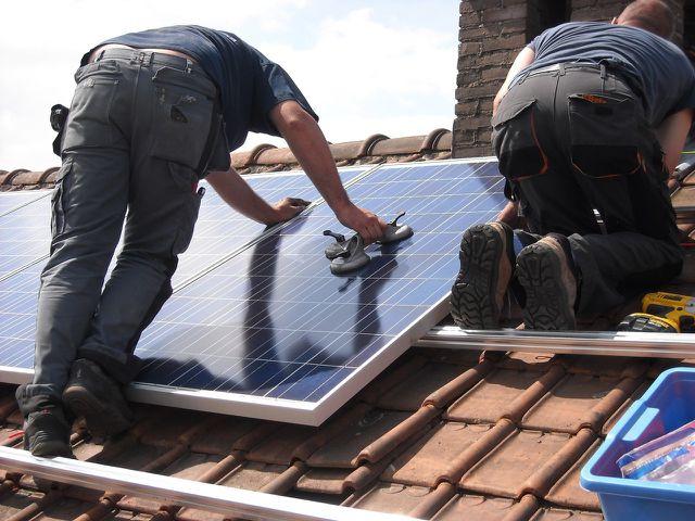 Photovoltaik-Versicherung versichert auch Reparaturen.