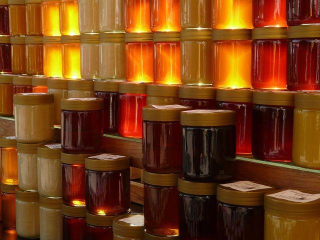 Durch das Einkochen kannst du eine Menge Honig gewinnen.