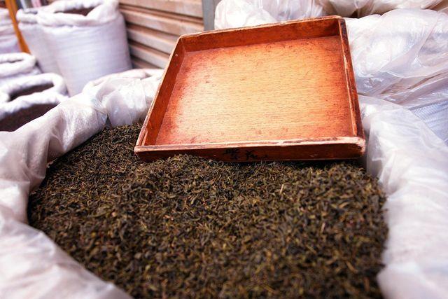 Auch Tee beinhaltet Koffein – das sogenannte Teein.