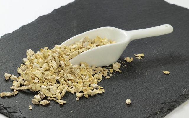 Gehobelten Ingwer mit Olivenöl vermischen