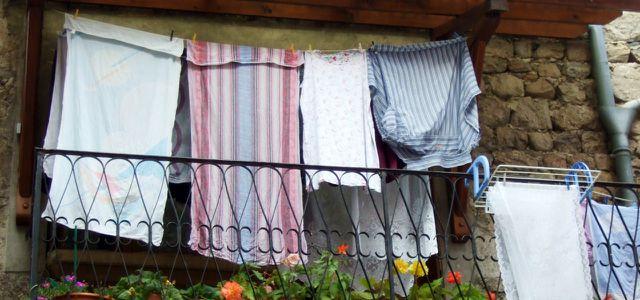 Wohnung kühlen: feuchte Tücher helfen