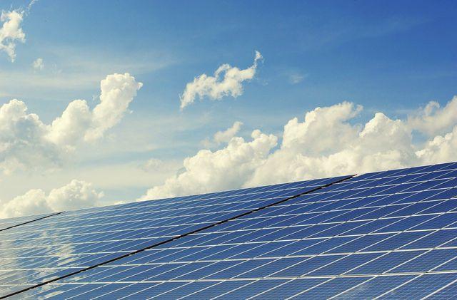 Solarzellen erzeugen mal mehr, mal weniger Strom.