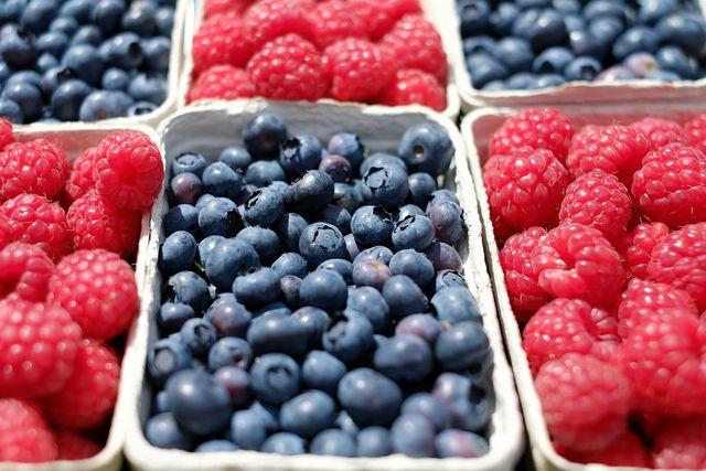 Frische Beeren mit Pestiziden oder Schimmelpilzen belastet