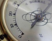 Ein Hygrometer hilft dir dabei, das Raumklima im Blick zu behalten.