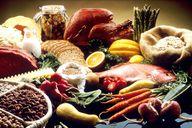 Tierische Produkte wie Fleisch, Fisch oder Milcherzeugnisse enthalten, wenn sie nicht mehr ganz frisch sind, viel Histamin.