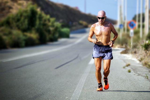 Bei extremer Hitze solltest du auf Sport im Freien verzichten.