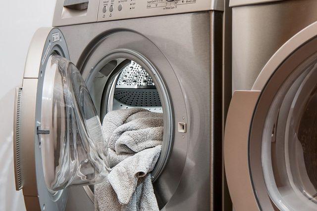 Mundschutz sterilisieren bei 60 Grad in der Waschmaschine.