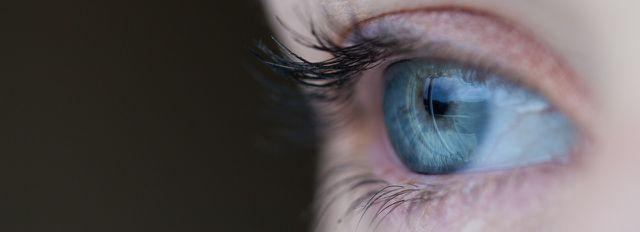 Brennende Augen solltest du nicht ignorieren.