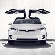 Tesla X: Flügeltüren