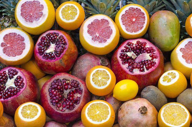 Zitrusfrüchte haben einen sauren Geschmack - aber auch viele unreife Früchte und fermentierte Lebensmittel.