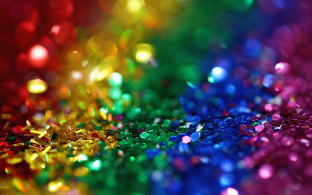 What is glitter made of? How is glitter made?