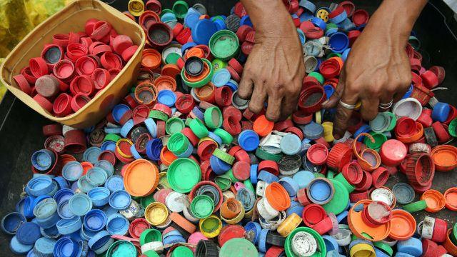 Verbundstoffe, Farben und Etiketten machen Verpackungen schlechter recycelbar