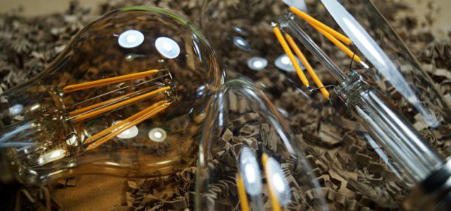 LED-Filament: Die Leuchtfäden können im Idealfall mit dem Glühlampen-Look konkurrieren