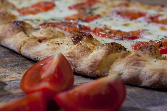Mit deinem eigenen Pizzagewürz schmeckt die Pizza noch besser.