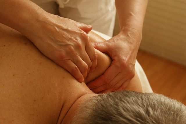 Die Tuina-Massage unterstützt den Fluss des Qi, der körpereigenen Lebensenergie.