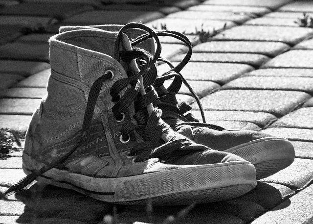 Auch wenn du die Schuhe spenden und nicht verkaufen willst, solltest du auf einen möglichst guten und sauberen Zustand achten.