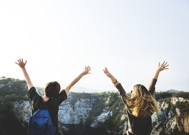 10000 Schritte täglich gehen steigert unser Wohlbefinden.