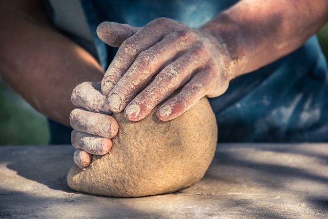 Brot ohne Weizen braucht Zeit: Lasse den Teig lange genug gehen.