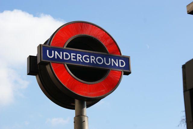 CO2-Emissionen können mit öffentlichen Verkehrsmitteln eingespart werden.