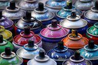 Leere Farbdosen gehören in den Sondermüll.