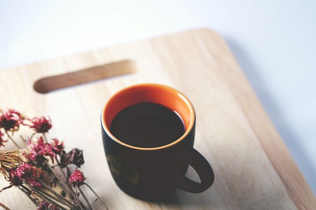 Instant-Kaffee enthält weniger Koffein