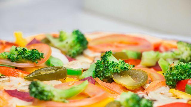 Pizza mit viel Gemüse: Lecker und gesund