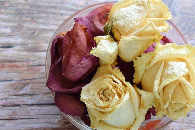 Rosen kannst du auch frei von bedenklichen Inhaltsstoffen trocknen.