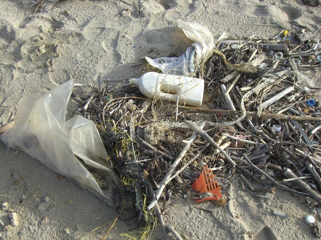 Plastik zersetzt sich nie vollständig.