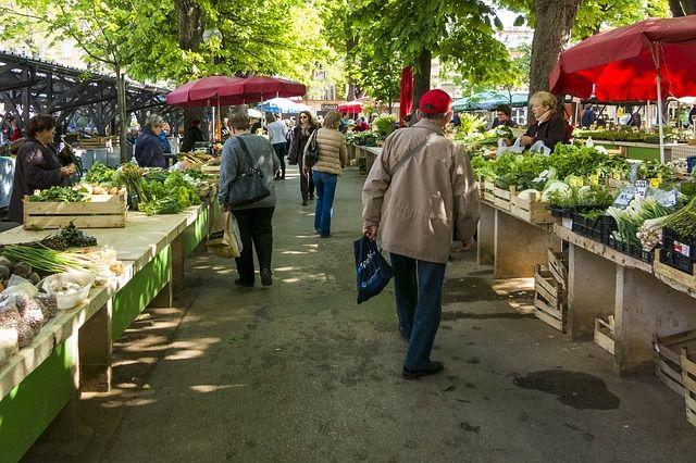 Regional und saisonal einkaufen gegen den CO2-Fußabdruck - etwa auf dem Wochenmarkt.