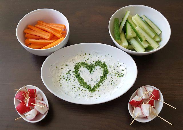 Aus Cashews kannst du dir einen leckeren veganen Quark zubereiten.