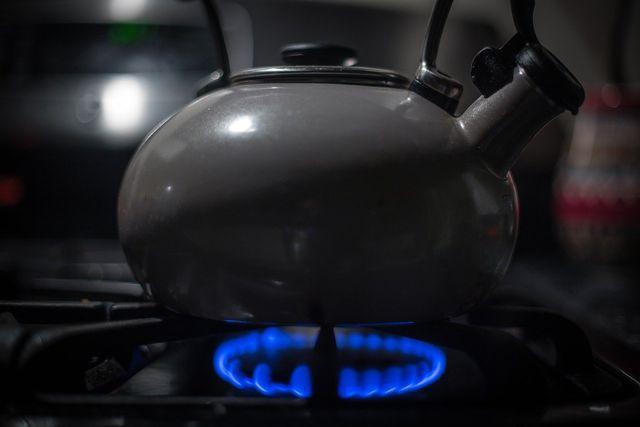 Wasser kochen auf dem Gasherd ist energieeffizient