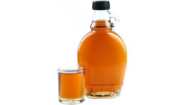Zuckerersatz Ahornsirup: Gewonnen aus dem Saft des Zuckerahorns.