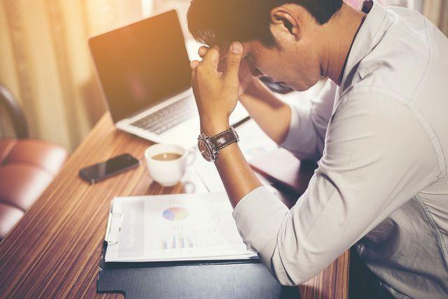 Nicht nur das Sitzen auf der Arbeit verursacht Durchblutungsstörungen