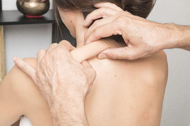 Manuelle Massage mit den Fingern