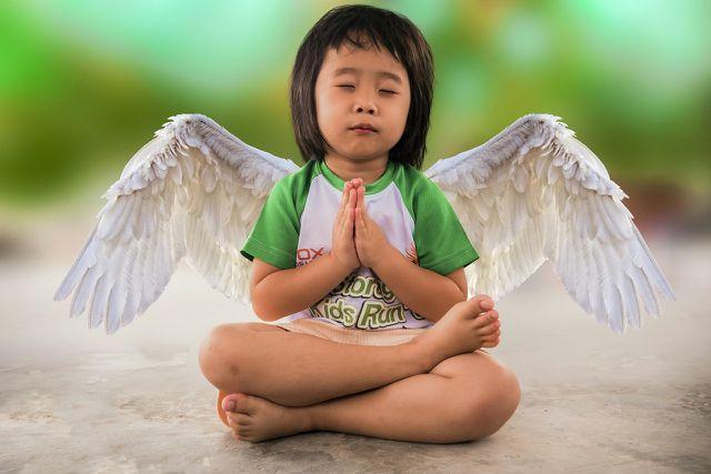 Kinderyoga hilft Kindern dabei, Stress besser zu bewältigen.