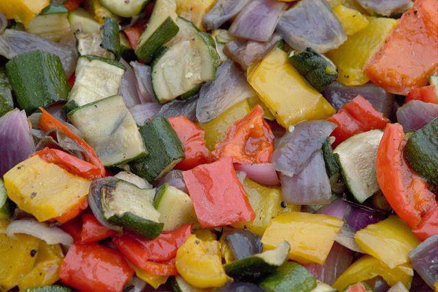Leckere Brotzeit-Beilage: süß-sauer eingelegtes Zucchinigemüse.
