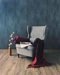 Probiere anfangs verschiedene Haltungen auf Stuhl, Sessel, Sofa oder Bett aus, um herauszufinden, welche für dich am besten geeignet ist.