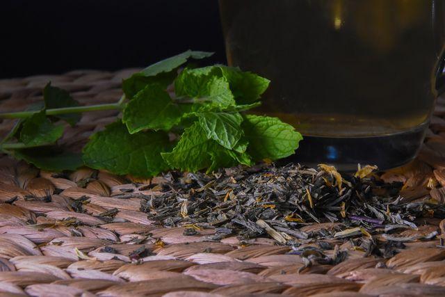 Kaufe Assam Tee am besten lose, um möglichst wenig Abfall zu produzieren.