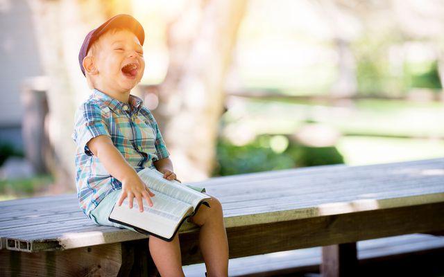 Kinder beschäftigen: Lesen
