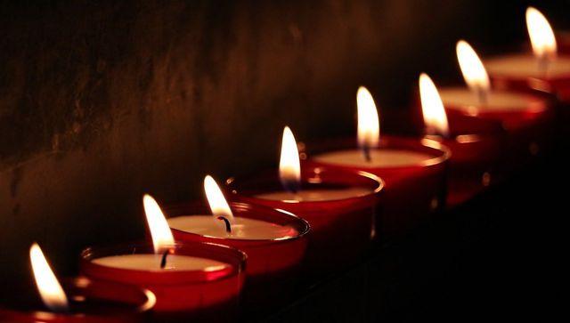 Neben den herkömmlichen Paraffinkerzen gibt es viele weitere Kerzenarten, die umweltfreundlicher sind.
