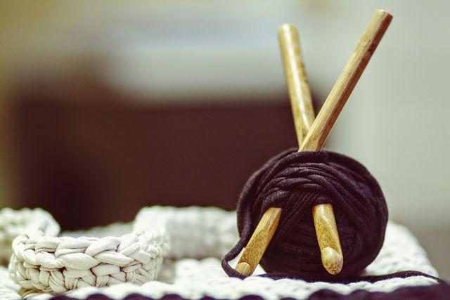 Recycelte Wolle aus alten Kleidungsstücken.
